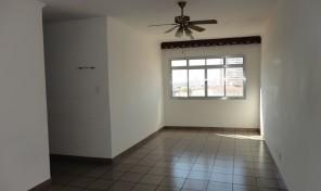 Ótimo apartamento amplo reformado – Boa localização!
