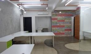 Ótimo e amplo espaço (sala), em uma excelente localização – Prox. ao metrô!